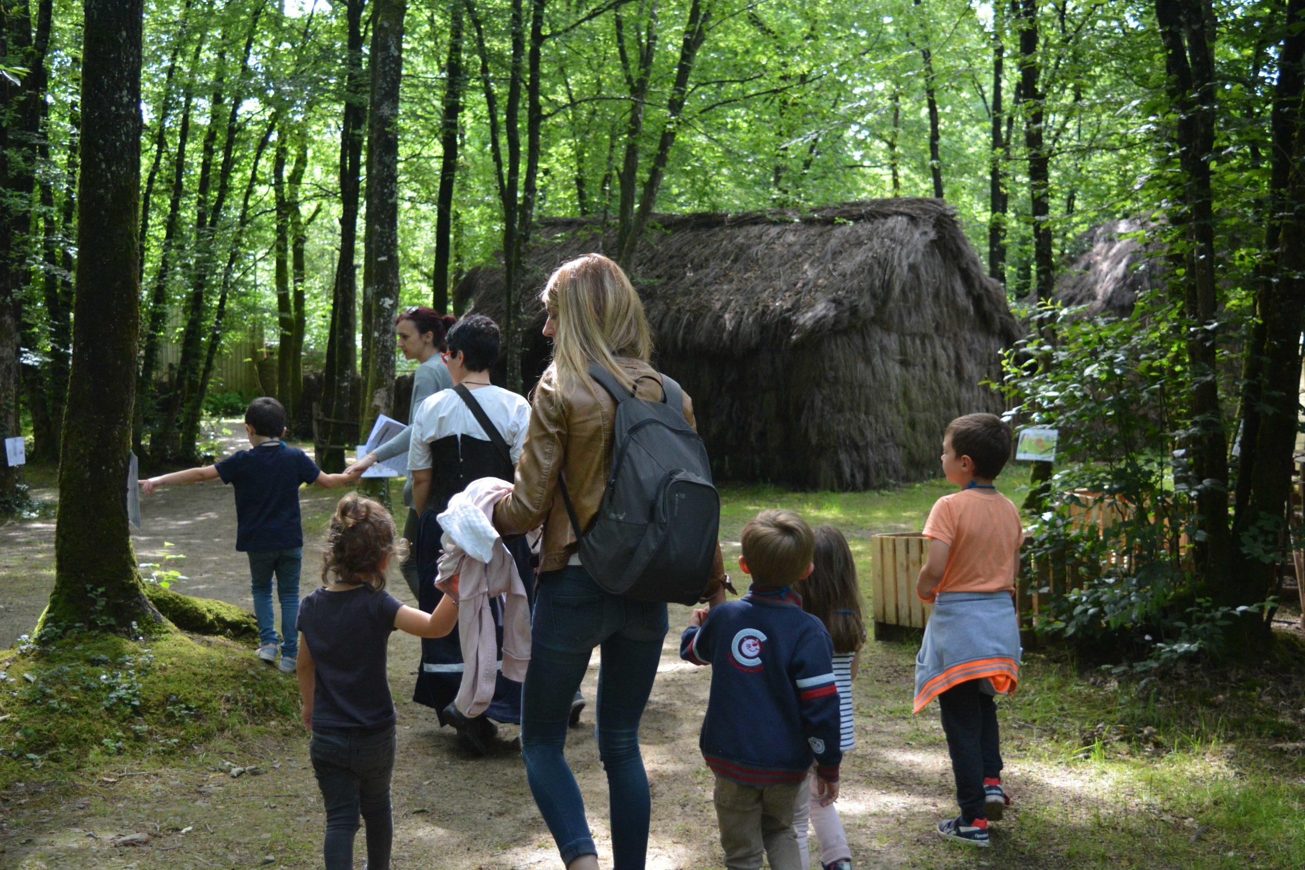 Visite historique du village de grasla - aux brouzils reconstitution historique